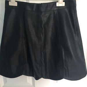 "HYFVE ""Black Scallop Skirt"""
